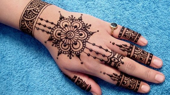 Beautiful Mumbai mehandi design for back hand