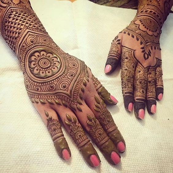 Unique Bombay mehndi design for both hands