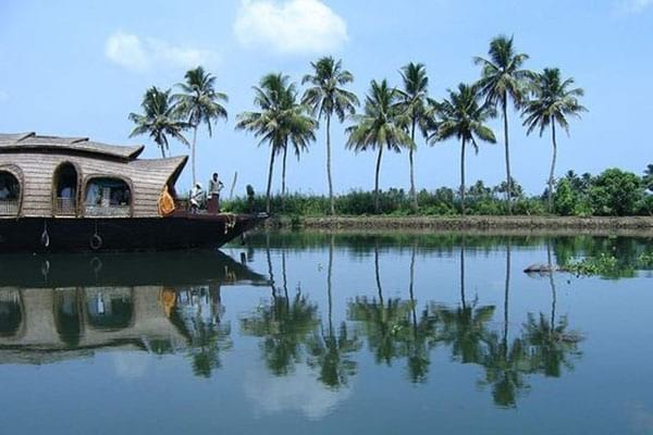 Cheap place alleppey to visit in India