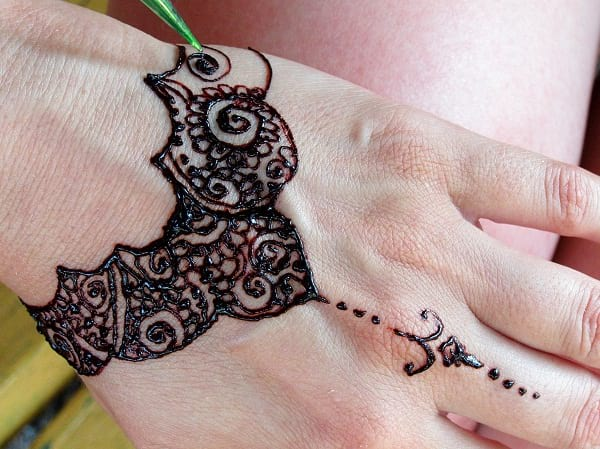 Back Hand Mehndi Designs Easy
